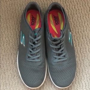 WORN ONCE Sketchers quick-fit runners